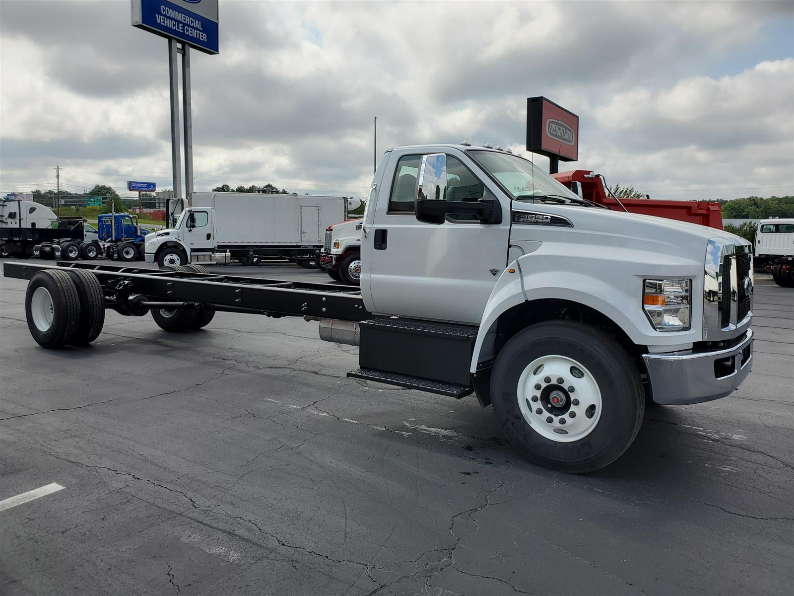 2021 Ford F-750 Regular Cab DRW 4x2, Cab Chassis #MDF02563 - photo 5