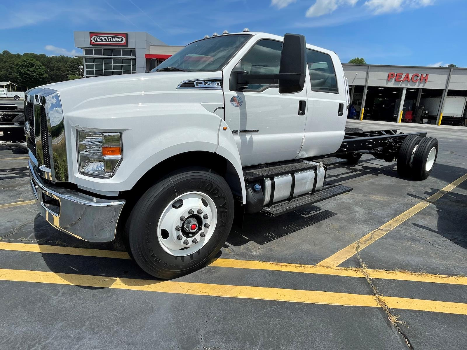 2022 Ford F-750 Crew Cab DRW 4x2, Cab Chassis #NDF01883 - photo 1