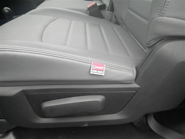 2018 Ram 3500 Regular Cab DRW 4x4,  Platform Body #C18667 - photo 18