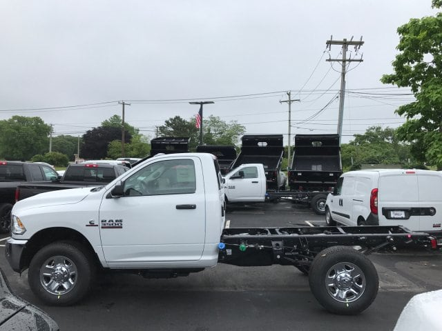 2017 Ram 3500 Regular Cab 4x4 Cab Chassis #R170493 - photo 4