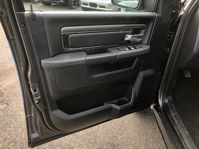 2018 Ram 1500 Crew Cab 4x4, Pickup #R180286 - photo 15