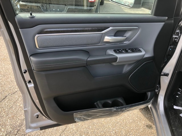 2019 Ram 1500 Crew Cab 4x4, Pickup #R190010 - photo 19