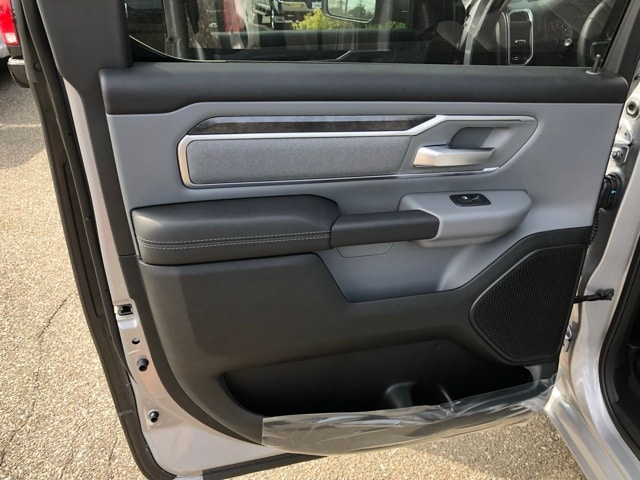 2019 Ram 1500 Crew Cab 4x4, Pickup #R190010 - photo 34