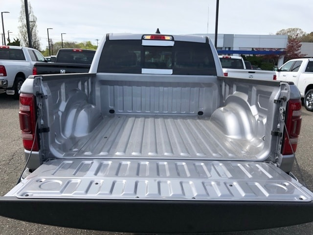 2019 Ram 1500 Crew Cab 4x4, Pickup #R190010 - photo 8