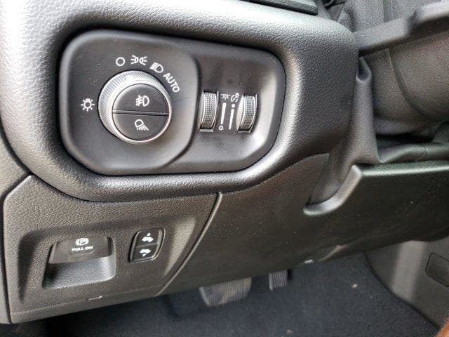 2019 Ram 1500 Crew Cab 4x4,  Pickup #N573852 - photo 27