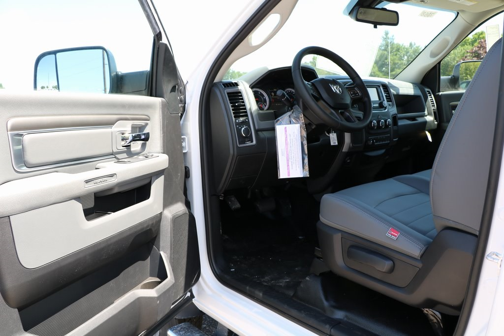 2016 Ram 5500 Regular Cab DRW, Cab Chassis #G7068 - photo 24