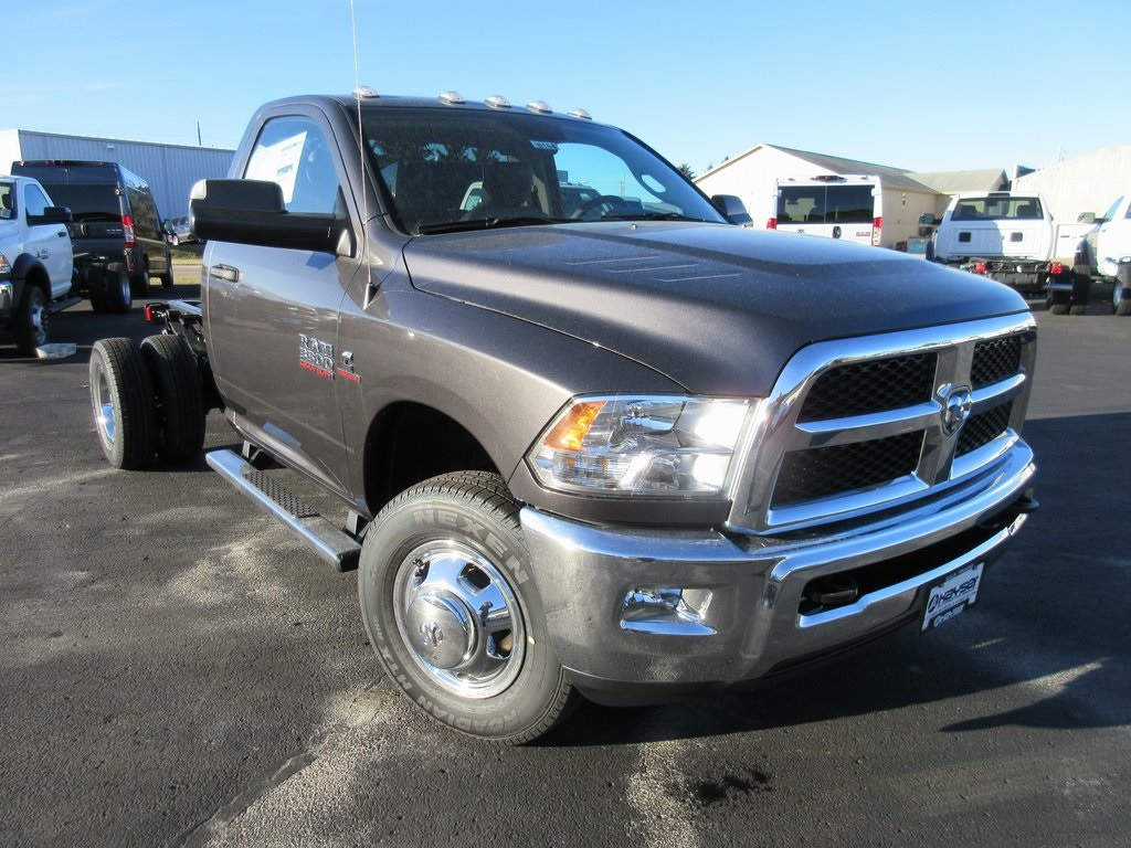 2018 Ram 3500 Regular Cab DRW 4x4, Cab Chassis #J8164 - photo 28