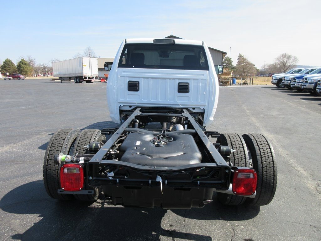 2018 Ram 4500 Regular Cab DRW, Cab Chassis #J8423 - photo 2