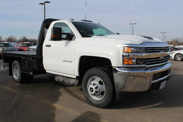2018 Silverado 3500 Regular Cab DRW 4x4,  Knapheide Platform Body #147136 - photo 3