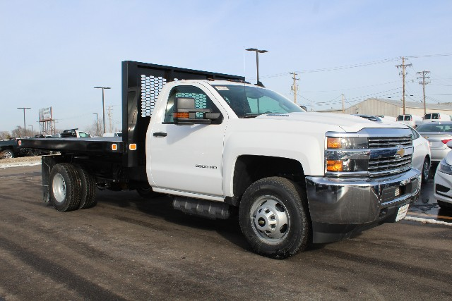 2018 Silverado 3500 Regular Cab DRW 4x4,  Knapheide Platform Body #151686 - photo 3