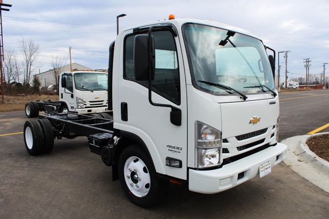 2016 Low Cab Forward Regular Cab 4x2,  Cab Chassis #813937 - photo 3