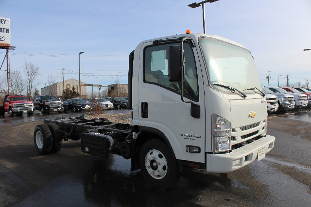 2017 Low Cab Forward Regular Cab 4x2,  Cab Chassis #H7003345 - photo 3