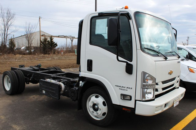 2017 Low Cab Forward Regular Cab 4x2,  Cab Chassis #H7K00825 - photo 3