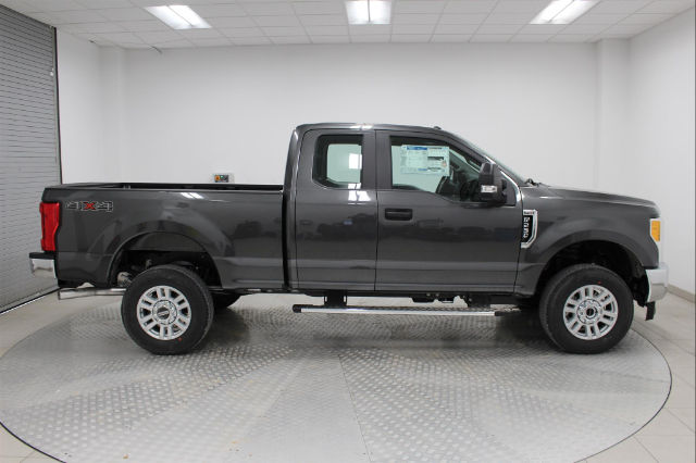 2017 F-250 Super Cab 4x4, Pickup #H101959 - photo 3