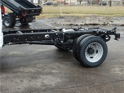 2018 F-550 Regular Cab DRW 4x4, Cab Chassis #6356 - photo 9