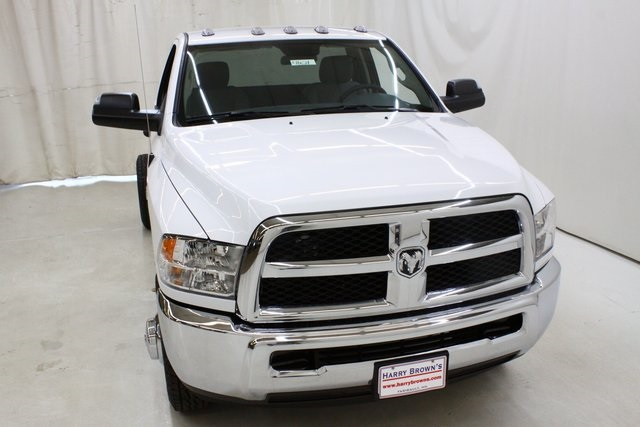 2018 Ram 3500 Regular Cab DRW 4x4,  Cab Chassis #4621 - photo 5