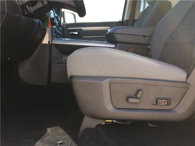 2017 Ram 1500 Crew Cab 4x4, Pickup #CD10768 - photo 11