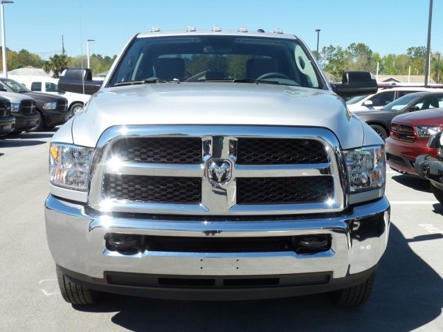 2018 Ram 3500 Crew Cab DRW 4x4,  Pickup #CD11552 - photo 3