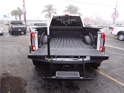 2018 F-350 Crew Cab DRW 4x4, Pickup #JEB30277 - photo 28