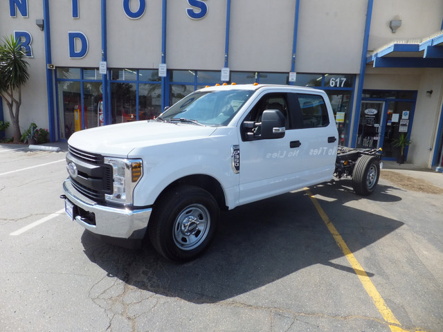 2018 F-350 Crew Cab 4x2,  Cab Chassis #JEB84828 - photo 7