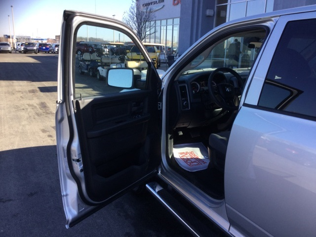 2018 Ram 1500 Crew Cab 4x4, Pickup #18R210 - photo 28