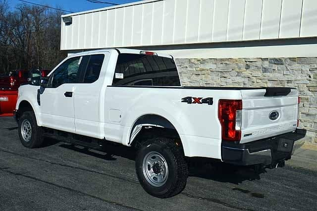 2017 F-250 Super Cab 4x4, Ford Pickup #T27116 - photo 3