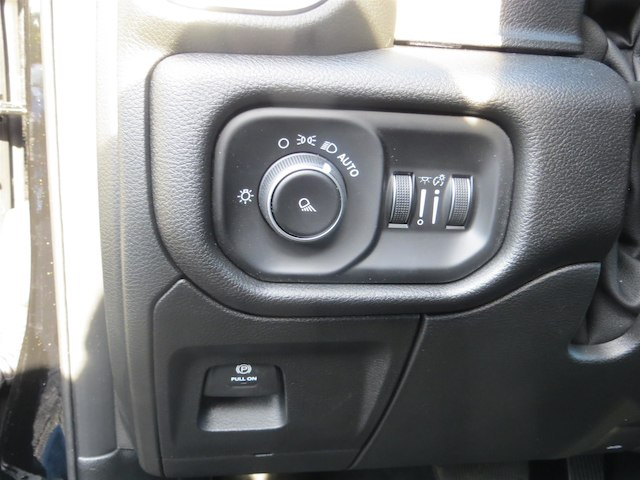 2019 Ram 1500 Quad Cab 4x4,  Pickup #570191 - photo 10