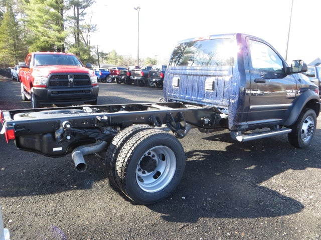 2017 Ram 5500 Regular Cab DRW 4x4, Cab Chassis #591433 - photo 2