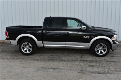 2017 Ram 1500 Crew Cab 4x4, Pickup #21580 - photo 1