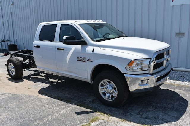 2018 Ram 3500 Crew Cab 4x4,  Cab Chassis #22661 - photo 3