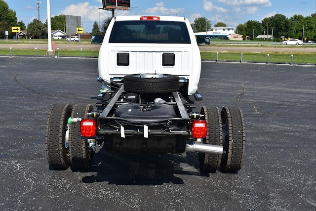 2018 Ram 5500 Regular Cab DRW 4x4,  Cab Chassis #22900 - photo 2