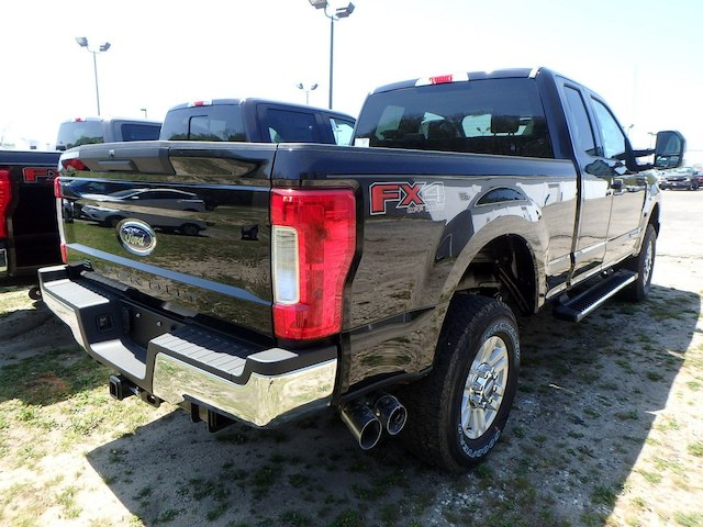 2018 F-250 Super Cab 4x4,  Pickup #35160N - photo 2