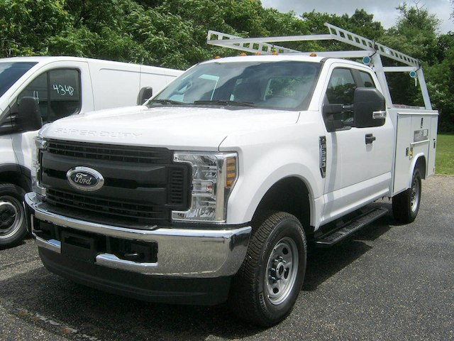 2018 F-250 Super Cab 4x4,  Reading Service Body #82361N - photo 4