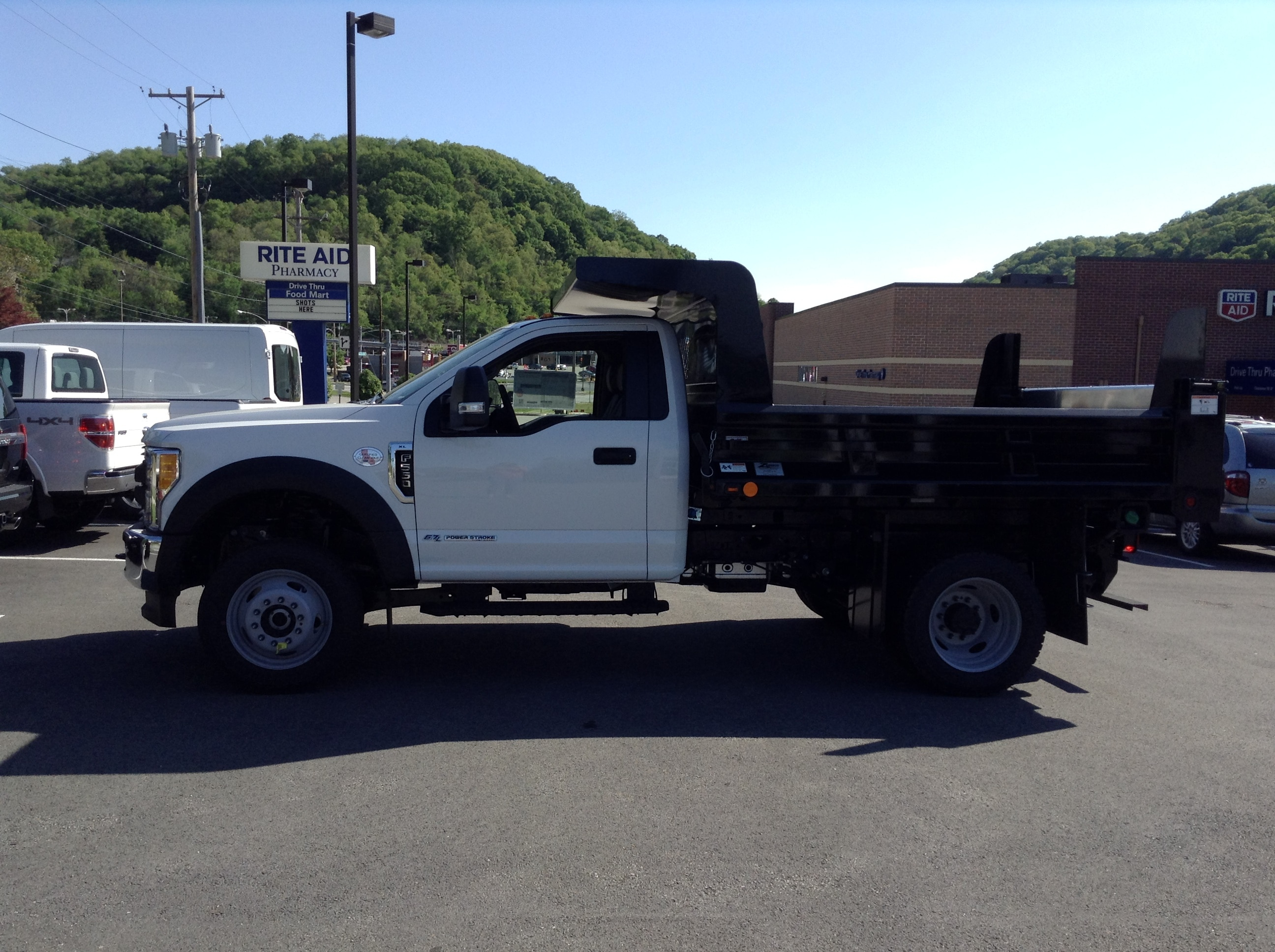 2017 F-550 Regular Cab DRW 4x4, Rugby Dump Body #5F2242 - photo 4