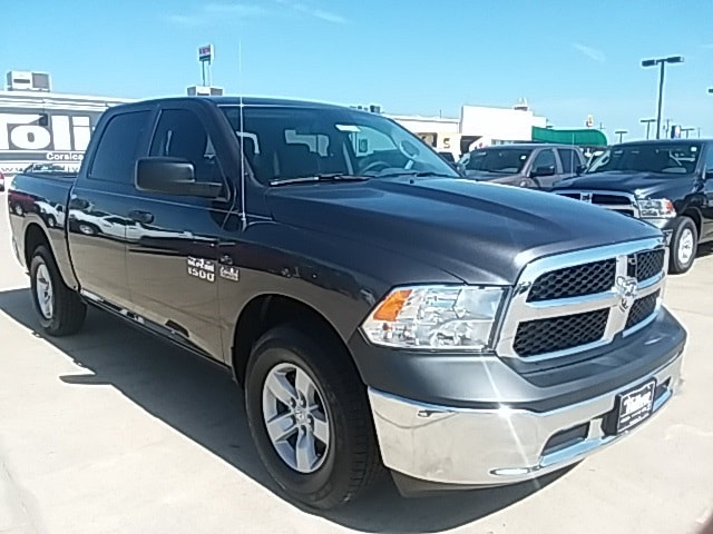 2018 Ram 1500 Crew Cab 4x2,  Pickup #JS305511 - photo 1