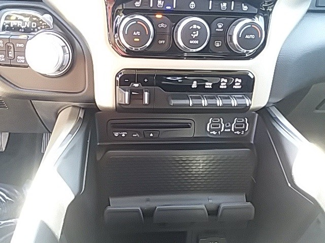 2019 Ram 1500 Crew Cab 4x4,  Pickup #KN573947 - photo 16