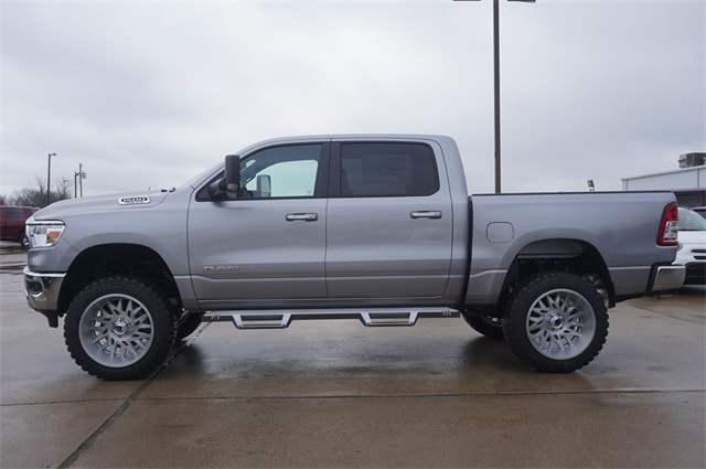 2019 Ram 1500 Crew Cab 4x4,  Pickup #KN693085 - photo 5