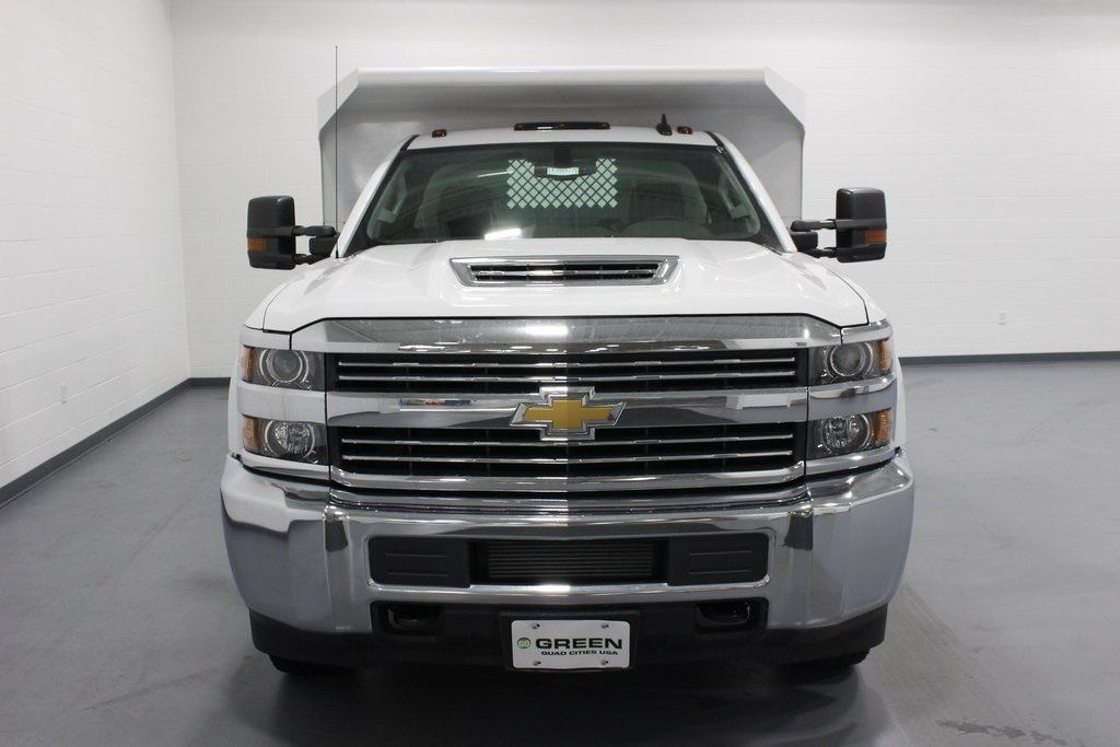 2018 Silverado 3500 Regular Cab DRW 4x4, Cab Chassis #E20673 - photo 3