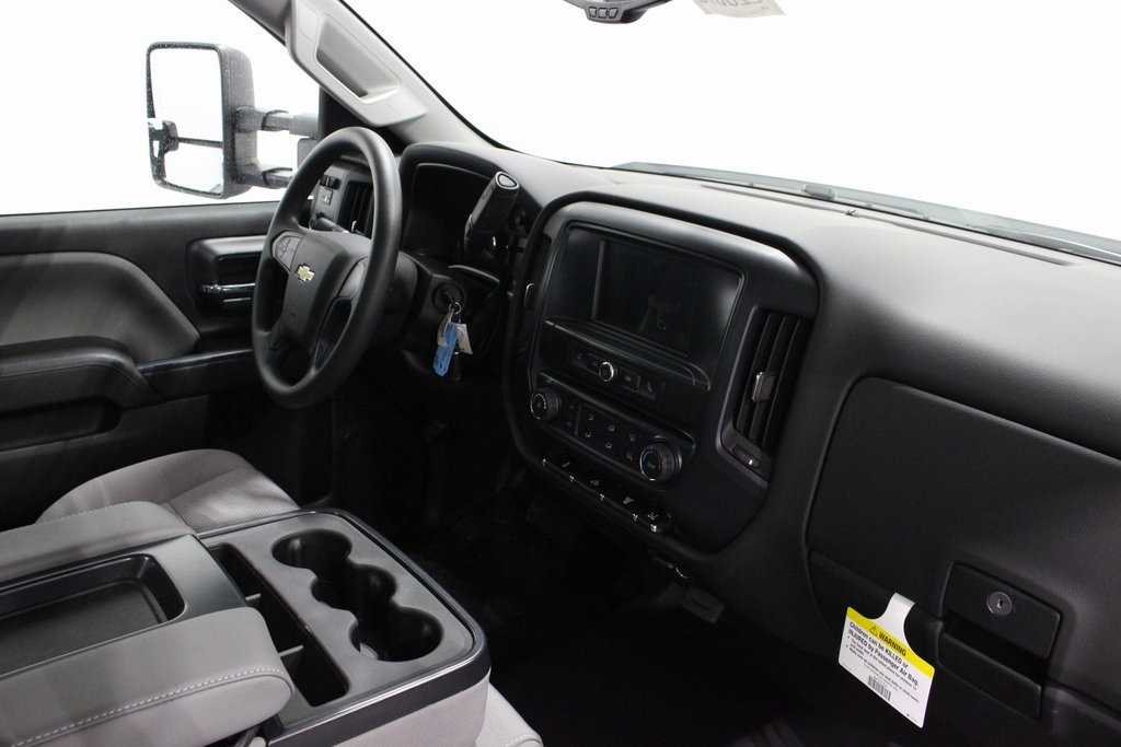 2018 Silverado 3500 Regular Cab DRW 4x4, Cab Chassis #E20673 - photo 20