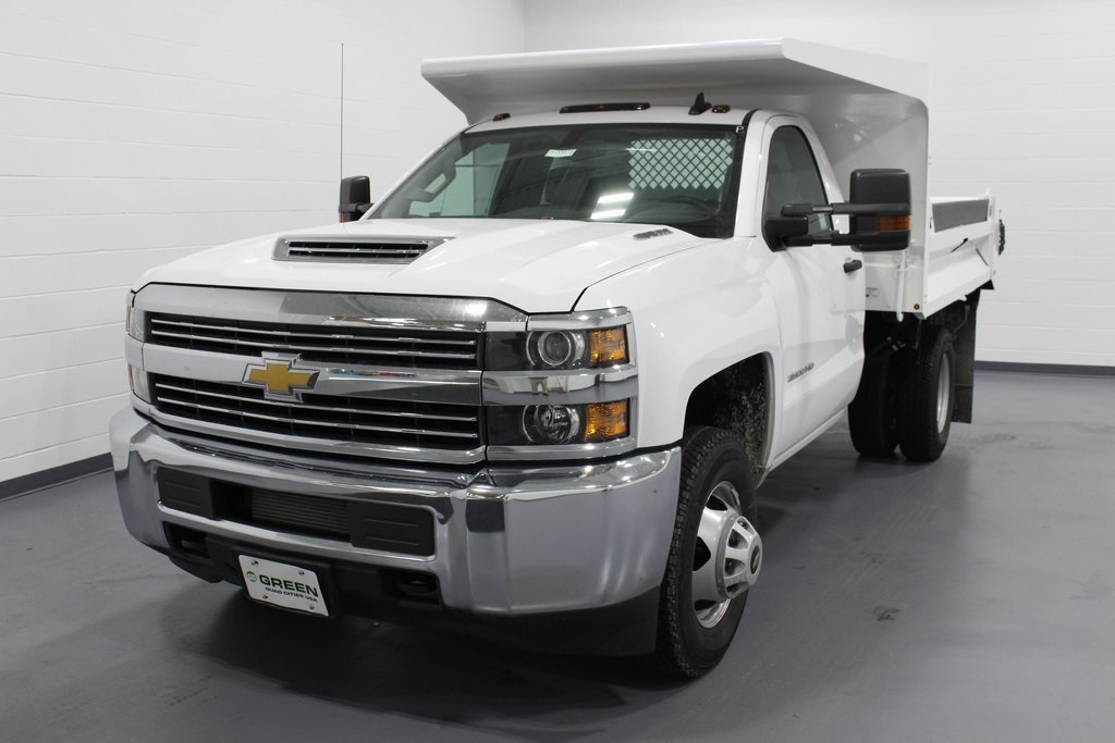 2018 Silverado 3500 Regular Cab DRW 4x4, Cab Chassis #E20673 - photo 4