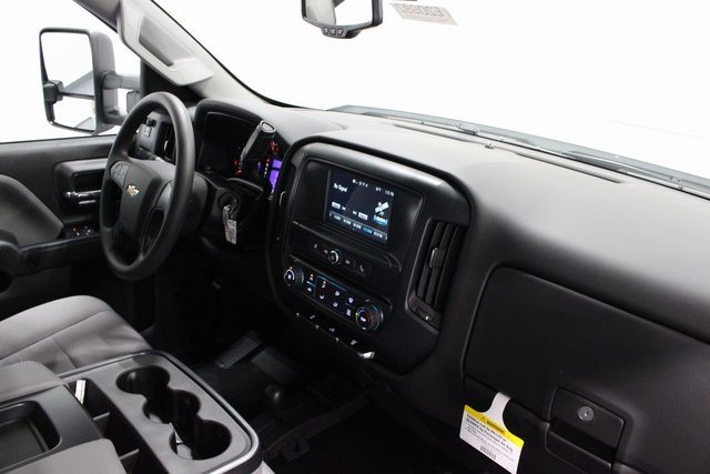2018 Silverado 3500 Crew Cab 4x4,  Pickup #E20992 - photo 20