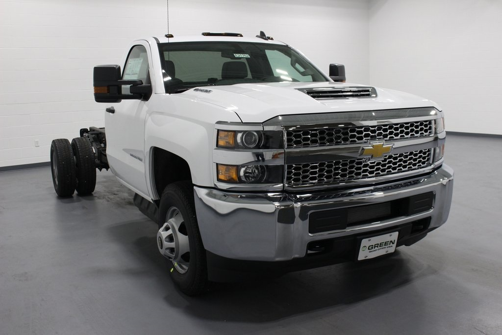 2019 Silverado 3500 Regular Cab DRW 4x4,  Cab Chassis #E21762 - photo 3