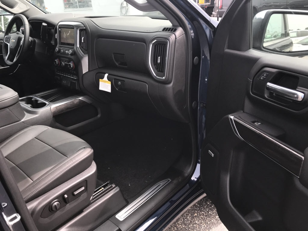 2020 Chevrolet Silverado 1500 Crew Cab 4x4, Pickup #C3269 - photo 10