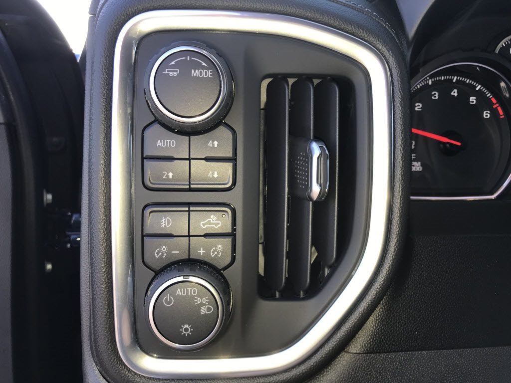2020 Chevrolet Silverado 1500 Crew Cab 4x4, Pickup #C3333 - photo 16