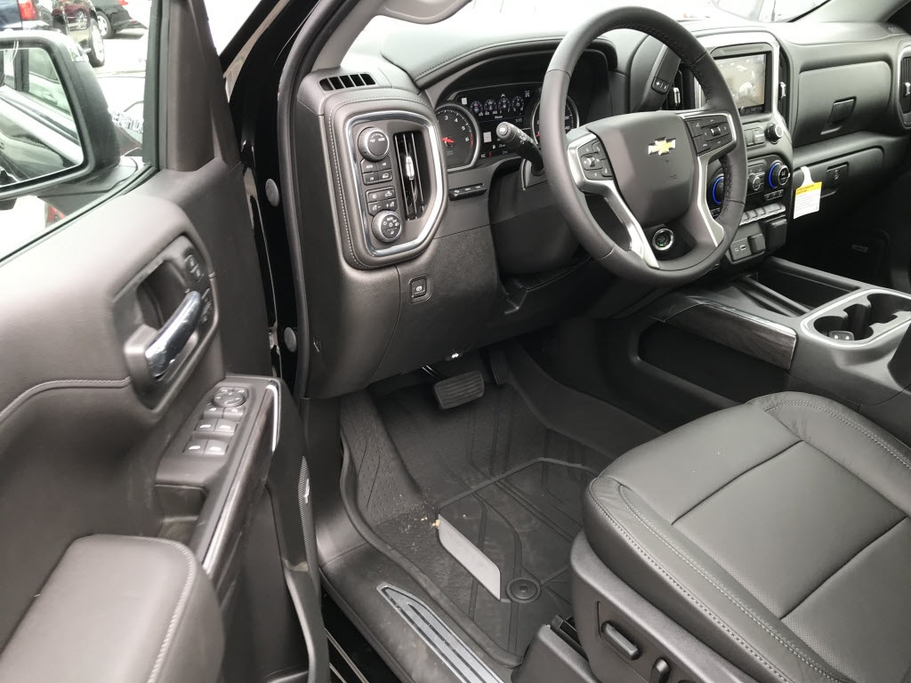 2020 Chevrolet Silverado 1500 Crew Cab 4x4, Pickup #C3401 - photo 16