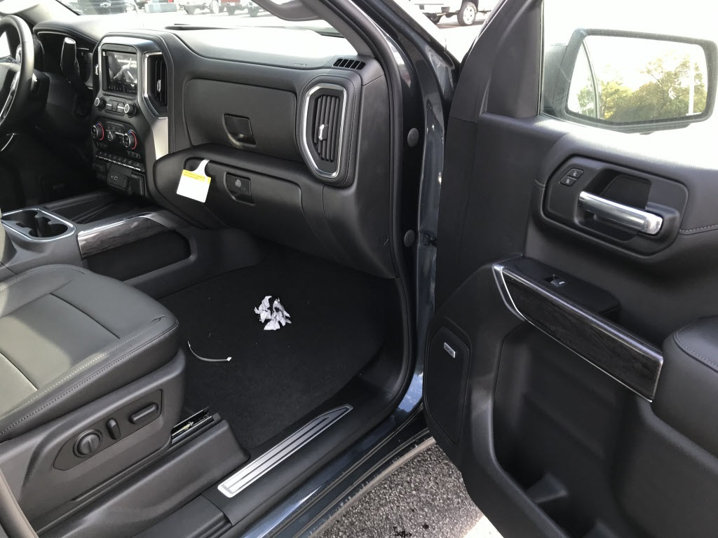 2020 Chevrolet Silverado 1500 Crew Cab 4x4, Pickup #C3409 - photo 10