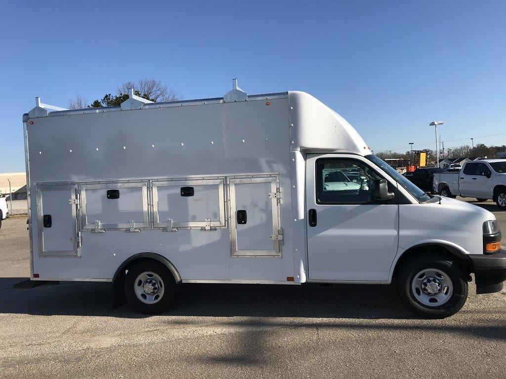 2020 Chevrolet Express 3500 4x2, Cutaway #C3772 - photo 11