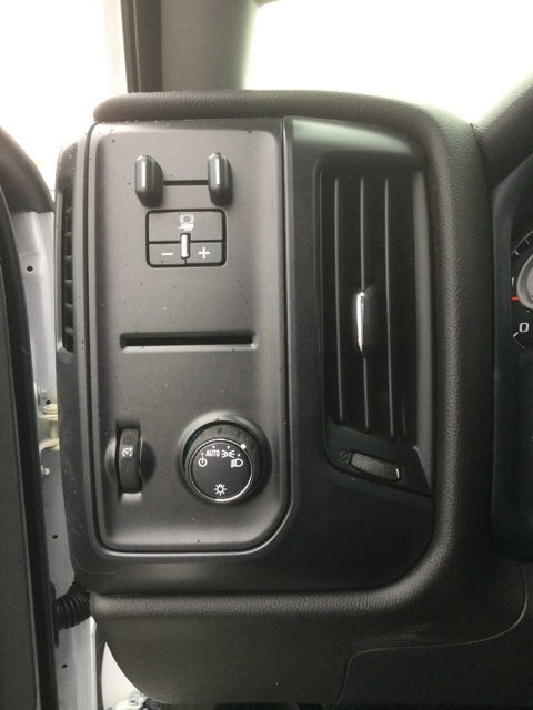 2019 Silverado Medium Duty 4x2,  Cab Chassis #193069 - photo 22