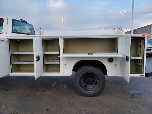 2020 Chevrolet Silverado 5500 Crew Cab DRW 4x4, Knapheide Steel Service Body #C203272 - photo 34