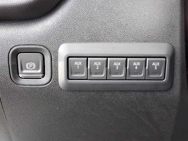 2021 Chevrolet Silverado 3500 Crew Cab AWD, Cab Chassis #C213073 - photo 34